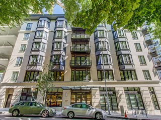 Brand New Apartment in Portland's Cultural District Lic504