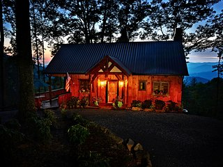 'Buffalo Trace Cabin' w/ Panoramic Smoky Mtn Views