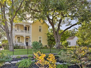 Charming Fredericksburg Home-1 block from Main St!