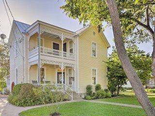 Charming Fredericksburg Home-1 block from Main St!