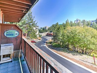 NEW! Spacious Ski-in/ Ski-out 5BR Stateline Condo!