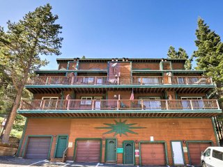 Spacious Ski-in/ Ski-out Stateline Condo w/ Views!