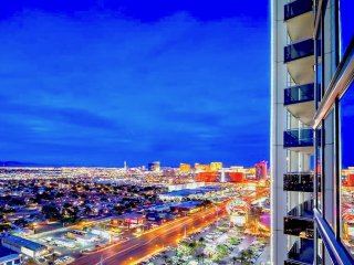 Designer Corner Suite 31floor 1200 sqf with 2 walkable BALCONY Amazing VIEW