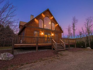Welcoming ski house with private hot tub and gorgeous natural surroundings!
