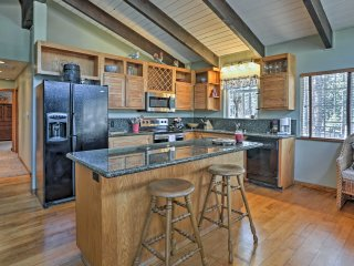 Eldorado Forest Home 10 mins to Lake Tahoe Coast!