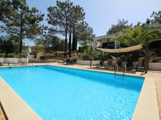 Villa Rosa, Family villa, Tranquil area, 5 Bedrooms, Air-con, BBQ & Large Pool