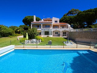 Villa Grande, Luxury, Peaceful Location, 6 Bedrooms, Sleeps 13 + 1,  Large Pool,