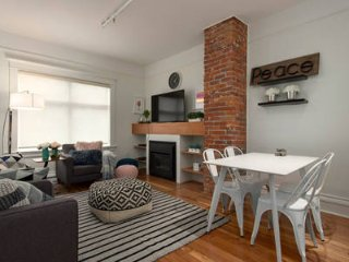3BR Chic Downtown Luxury Apartment
