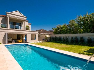 Luxury Mansion with pool in Eastern Suburbs