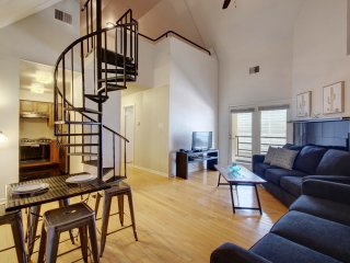 Unbeatable location Next to Cnvntn Cntr (Loft Q)