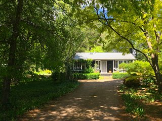 Mirriyindi - unique Berrima escape sleeping four in the Southern Highlands - Pay