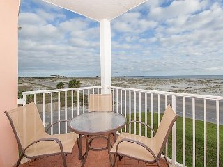 Inviting 1 BR Ocean View Condo w/ Pool & Hot Tub -- Walk 2 Minutes to Beach