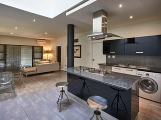 2 Bedroom Ensuite Luxury Apartment with two king beds in Sandton CBD