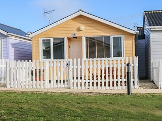 ANMER 16, open plan, close to the beach, enclosed garden, in Mundesley, Ref. 968