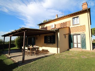 Apt Il Pino - renovated barn with pool and private garden