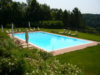 La Sequoia - 3 bedroom apartment with pool surrounded by vineyards and woodland