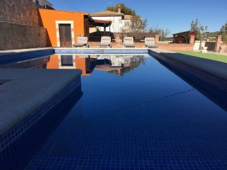 Casa Karma Andalucia - Arriba, 3 bedrooms, pool, barbecue, bar & stunning views