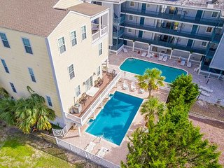Pool, Hot Tub,Game Room, 6 Bedrooms-Steps to Beach, Celebrate or Just Relax!