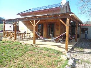 Maison bois en campagne isolee