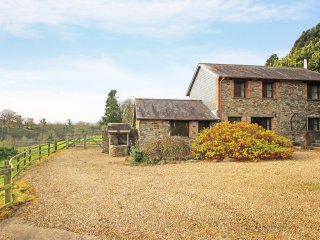 LOWER WELL BARN, detached barn conversion, four-poster bed, woodburner, parking,