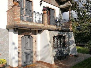 La Villa Trinacria Home e un elegante Villa alle porte dell'Etna