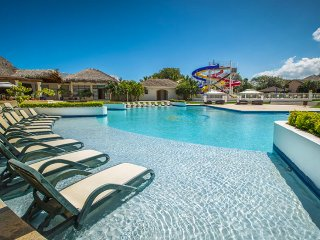 Private guest friendly 4 BD villa in Oceanfront resort