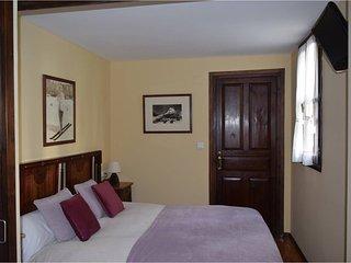 Habitación Cozolano. Marieta Casa Rural. Escarrilla, Huesca. Desayuno incluido