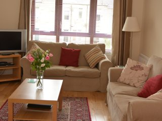 Attractive Central 3 Bedroom Apartment