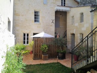 Tres bel appartement a Saint-Emilion avec terrasse privative