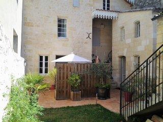 Très bel appartement à Saint-Emilion avec terrasse privative