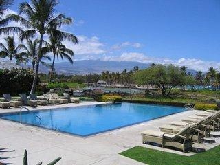 Kolea Haven #6D - Beachfront/ Ocean views/ Swimming pool/ AC/ Walk to beach