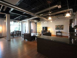 Modern Loft In The Heart Of Old Town Scottsdale! Walk To Everything You Need.