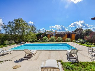 House with private pool 35km from Siena and Arezzo. 5 bedrooms - 10 sleeps