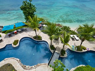 Beachfront luxurious 3 bedroom apartment with private plunge pool