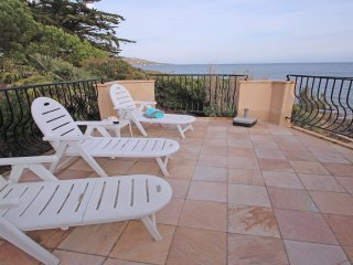 'Le Bateau' - Clim & Wifi - Ste Maxime - 5 personnes - Pieds dans l'eau