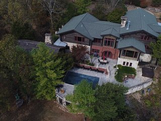 10,000 Sq Ft Lakefront 42 Ac Log Estate~Private Pool-Hot Tub~12 Mi to Branson!