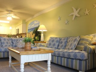 SPECIAL...less $$ than a hotel but nicer!! OCEANFRONT 2 BR, 2BA. Aug 28-31-$400