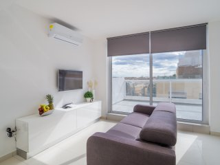 4051. VERY CENTRAL PENTHOUSE WITH A TERRACE AND SEA VIEW