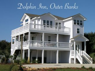 Dolphin Inn-7BR, Pool, Pirate Ship, Golf, Gym, Tennis, Bowling.  Pet Friendly :)