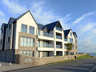 Exclusive New Luxury Apartment , 2 Minutes to Beach, Fantastic Sea Views