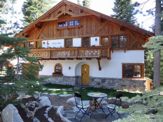 Romantic Chalet for 12 - close to beaches and Homewood Ski Resort