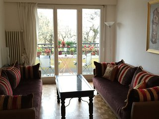 Large apartment in the heart of Geneva. Easy access to the airport and station.