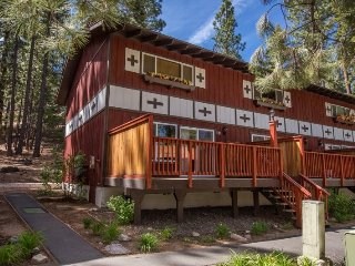 12SM-Convenient location, RIGHT ACROSS THE STREET from Heavenly CA Base Lodge