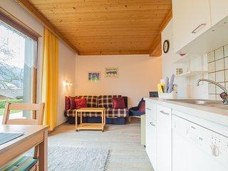 Profelt's Apartment C, sleeps 4, town centre, large terrace, free WIFI