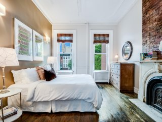 Spacious Spotless & Sun Filled Legal 4 Bedroom Midtown- midtownflatsnyc