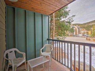 Copper Mountain Ski-In/Ski-Out Condo w/ Amenities!