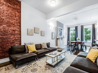 MIDTOWN FLATS NYC -Pristine Legal 4 Bedroom Townhouse Steps to Fifth Avenue