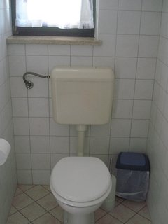 Smeđi (5): bathroom with toilet