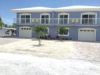 GREAT NEW 4 Bedroom. Pool, Dock BEAUTIFUL! AUGUST 5-12 Opening of Lobster Seaso