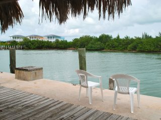 4 Bedrooms,large private pool,Great fishing!!!